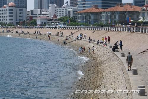 景区位于青岛市市南区前海一线