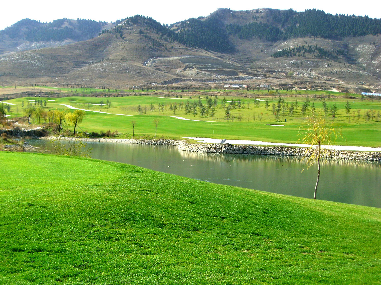 济南五峰山固云湖高尔夫球场