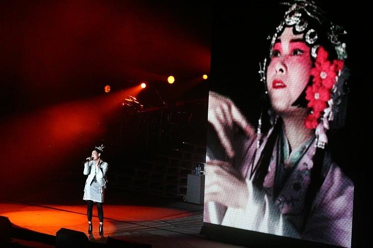震岳等几个曾经滚石的艺人一起合作-江湖十年如一梦 刘若英2008北