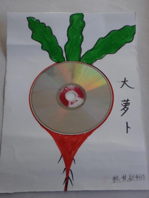 这是老师们用废旧光盘制作的手工作品