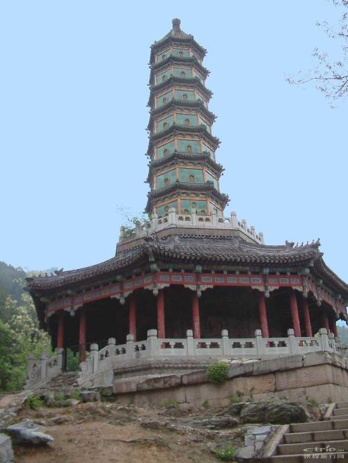 香山琉璃塔之一
