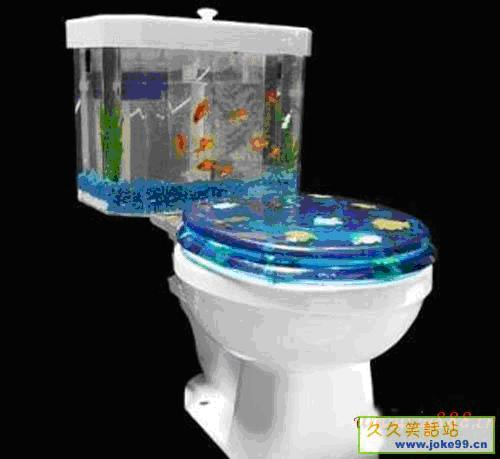 令如厕者担心不知该不该冲水,其实马桶通过奇妙的设计令金鱼藏身在一