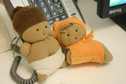 今天看到巧手论坛里用袜子做的糖果娃娃