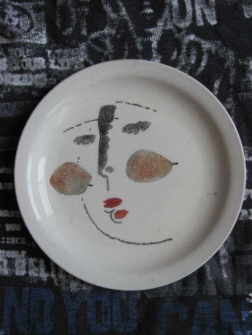 这个是我画的 别人给我刻的 但现在谁还有力气与耐心刻盘子呢?? -