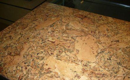 软木地板不会被虫蚁蛀蚀